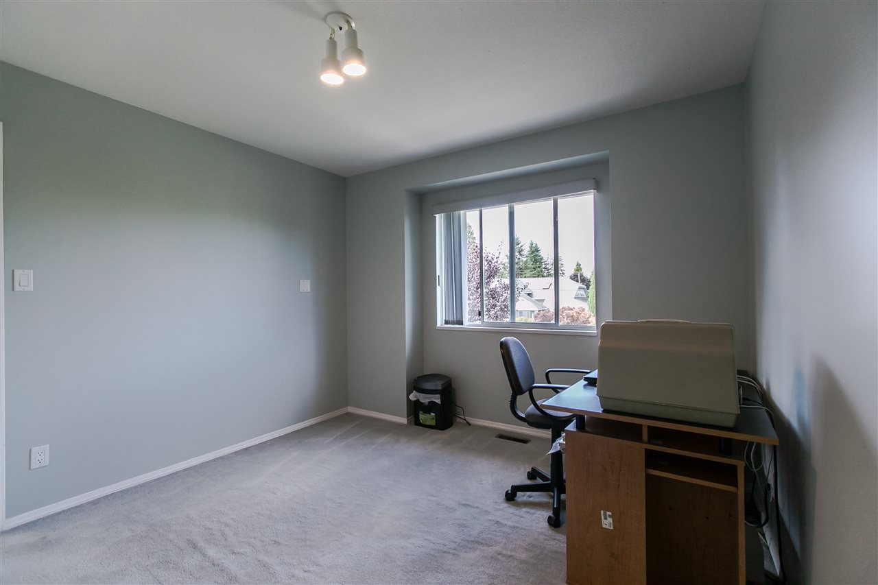 "Photo 10: 108 6109 W BOUNDARY Drive in Surrey: Panorama Ridge Townhouse for sale in ""Lakewood Gardens"" : MLS® # R2197585"