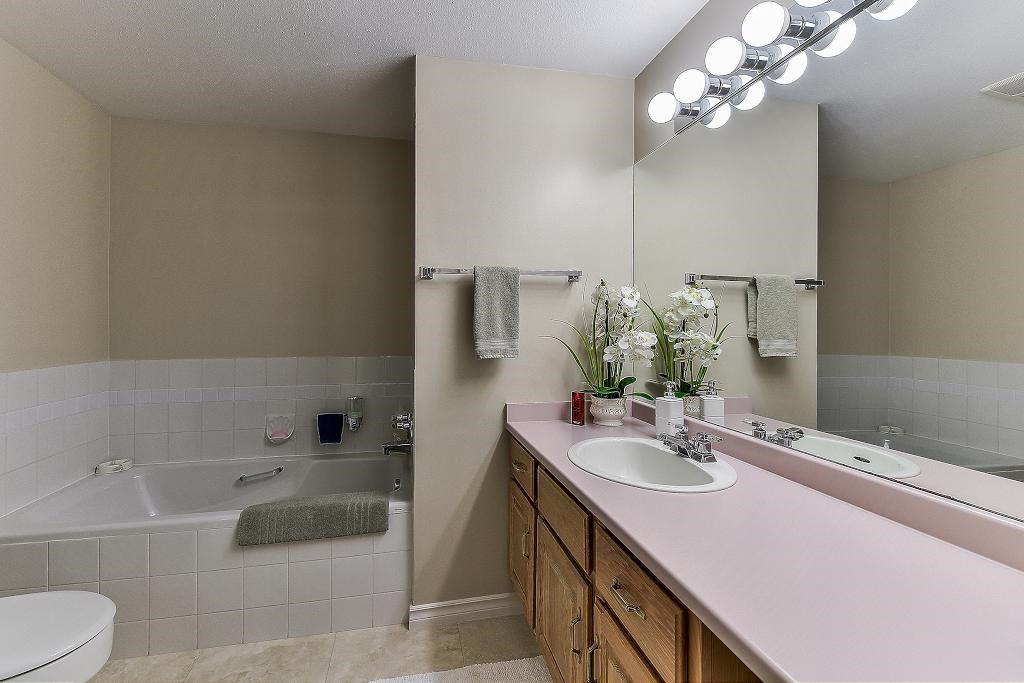"Photo 16: Photos: 101 1500 MERKLIN Street: White Rock Condo for sale in ""Cimarron"" (South Surrey White Rock)  : MLS® # R2213860"