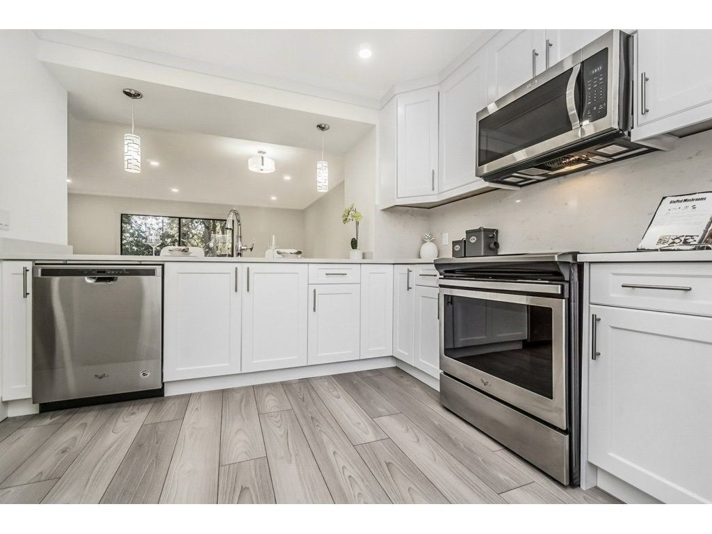 "Main Photo: 325B EVERGREEN Drive in Port Moody: College Park PM Townhouse for sale in ""EVERGREEN"" : MLS®# R2239039"