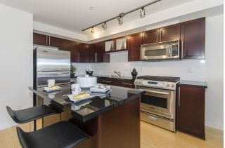 "Main Photo: 203 122 E 3RD Street in North Vancouver: Lower Lonsdale Condo for sale in ""SAUSALITO"" : MLS® # R2248658"