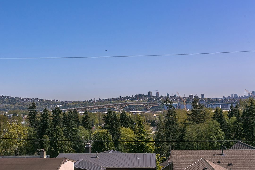 Main Photo: 1049 CLOVERLEY Street in North Vancouver: Queensbury House for sale : MLS®# R2262426