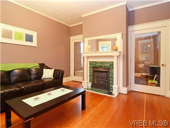 Photo 3: 2546 Shelbourne Street in VICTORIA: Vi Fernwood Residential for sale (Victoria)  : MLS® # 305804