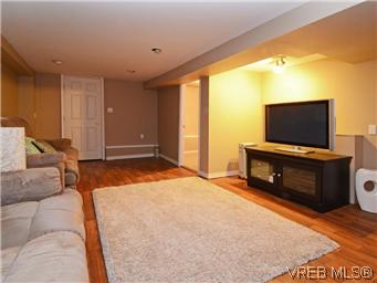 Photo 12: 2546 Shelbourne Street in VICTORIA: Vi Fernwood Residential for sale (Victoria)  : MLS® # 305804