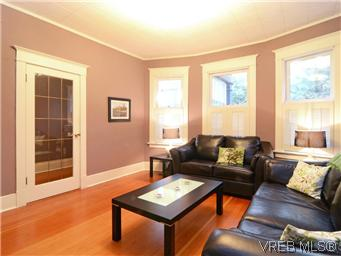 Photo 2: 2546 Shelbourne Street in VICTORIA: Vi Fernwood Residential for sale (Victoria)  : MLS® # 305804