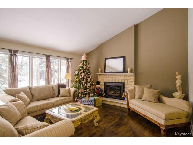 Photo 4: 103 Shier Drive in WINNIPEG: Charleswood Residential for sale (South Winnipeg)  : MLS(r) # 1326228