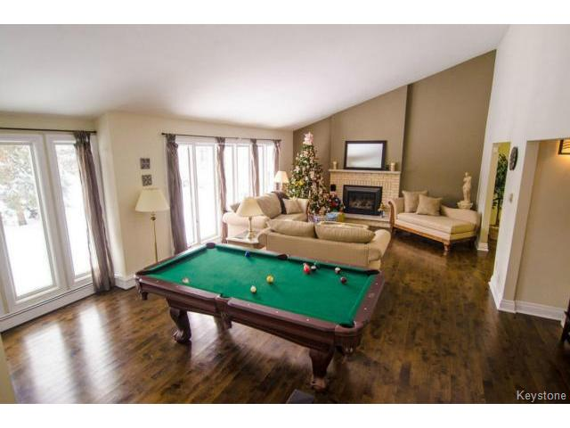 Photo 3: 103 Shier Drive in WINNIPEG: Charleswood Residential for sale (South Winnipeg)  : MLS(r) # 1326228
