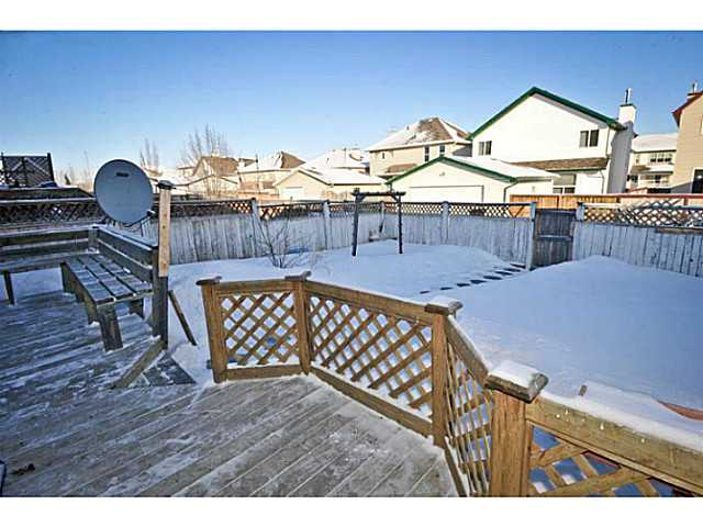 Photo 4: 33 MARTHA'S MEADOW Place NE in CALGARY: Martindale Residential Detached Single Family for sale (Calgary)  : MLS® # C3599734