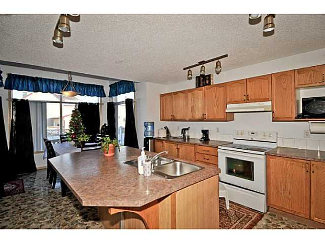 Photo 10: 33 MARTHA'S MEADOW Place NE in CALGARY: Martindale Residential Detached Single Family for sale (Calgary)  : MLS® # C3599734
