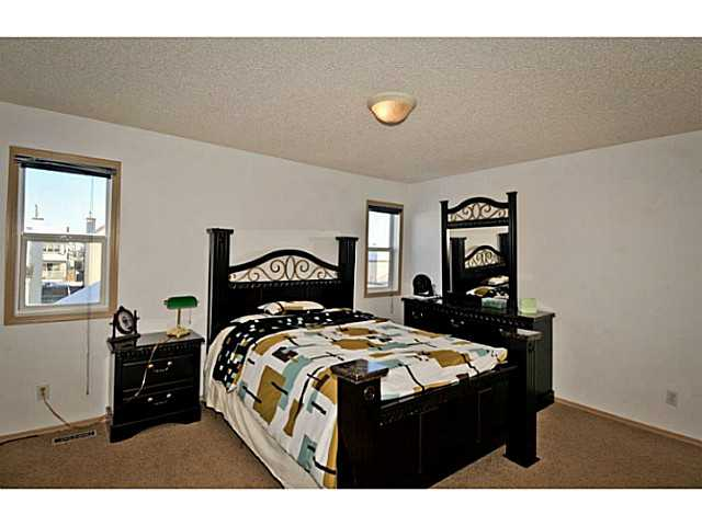 Photo 14: 33 MARTHA'S MEADOW Place NE in CALGARY: Martindale Residential Detached Single Family for sale (Calgary)  : MLS® # C3599734