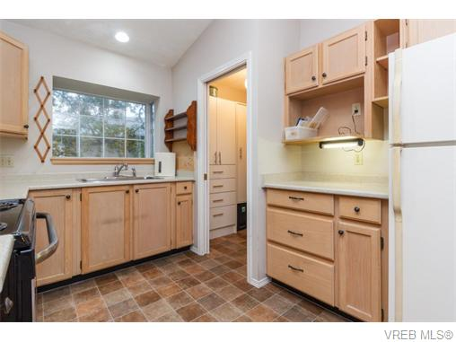 Photo 5: 33 901 Kentwood Lane in VICTORIA: SE Broadmead Townhouse for sale (Saanich East)  : MLS(r) # 371537