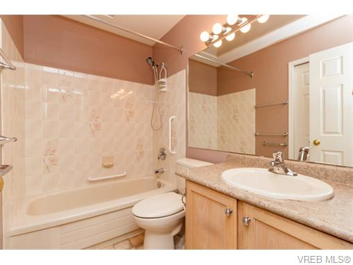 Photo 10: 33 901 Kentwood Lane in VICTORIA: SE Broadmead Townhouse for sale (Saanich East)  : MLS(r) # 371537