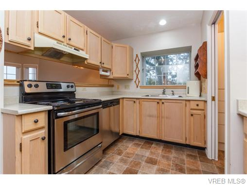 Photo 6: 33 901 Kentwood Lane in VICTORIA: SE Broadmead Townhouse for sale (Saanich East)  : MLS(r) # 371537