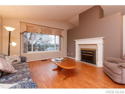 Photo 2: 33 901 Kentwood Lane in VICTORIA: SE Broadmead Townhouse for sale (Saanich East)  : MLS(r) # 371537