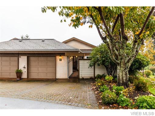 Main Photo: 33 901 Kentwood Lane in VICTORIA: SE Broadmead Townhouse for sale (Saanich East)  : MLS(r) # 371537