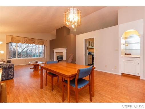 Photo 4: 33 901 Kentwood Lane in VICTORIA: SE Broadmead Townhouse for sale (Saanich East)  : MLS(r) # 371537