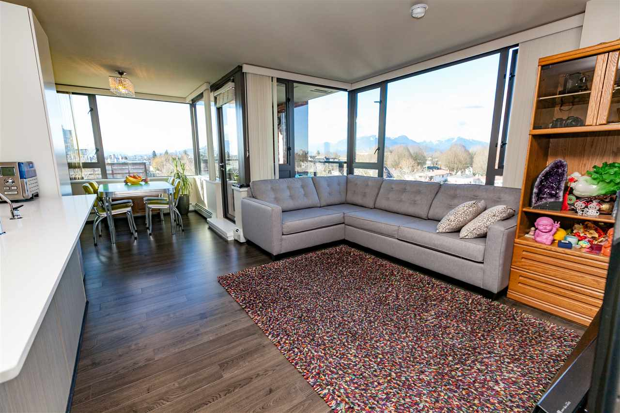 "Main Photo: 706 2689 KINGSWAY in Vancouver: Collingwood VE Condo for sale in ""SKYWAY TOWER"" (Vancouver East)  : MLS® # R2146581"