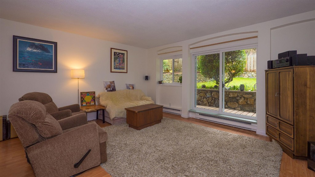 Main Photo:  in VICTORIA: Es Old Esquimalt Condo Apartment for sale (Esquimalt)  : MLS(r) # 375503
