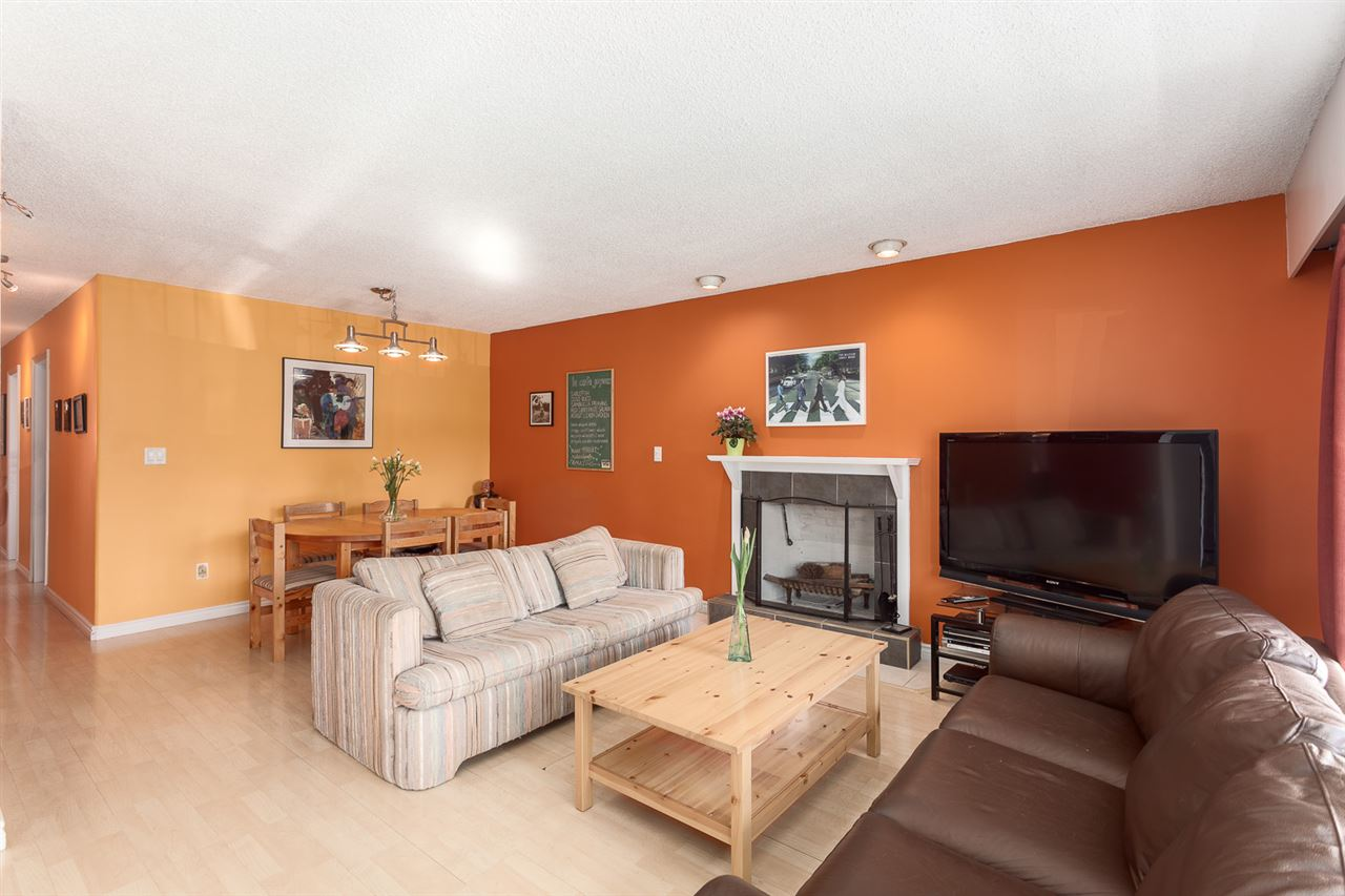 Photo 3: 4955 SOMERVILLE Street in Vancouver: Fraser VE House for sale (Vancouver East)  : MLS® # R2156818