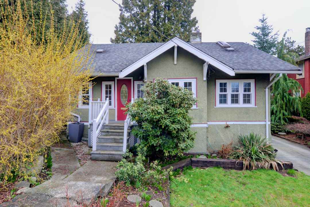 Main Photo: 523 FOURTEENTH Street in New Westminster: Uptown NW House for sale : MLS(r) # R2169813