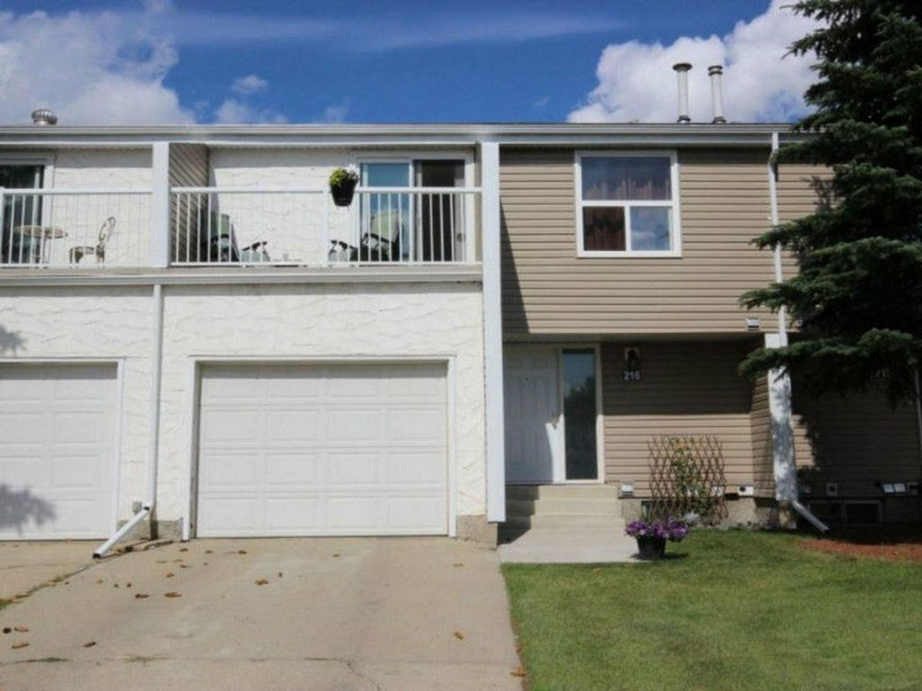 Main Photo: 216 Chateau Place in Edmonton: Zone 20 Townhouse for sale : MLS(r) # E4066215