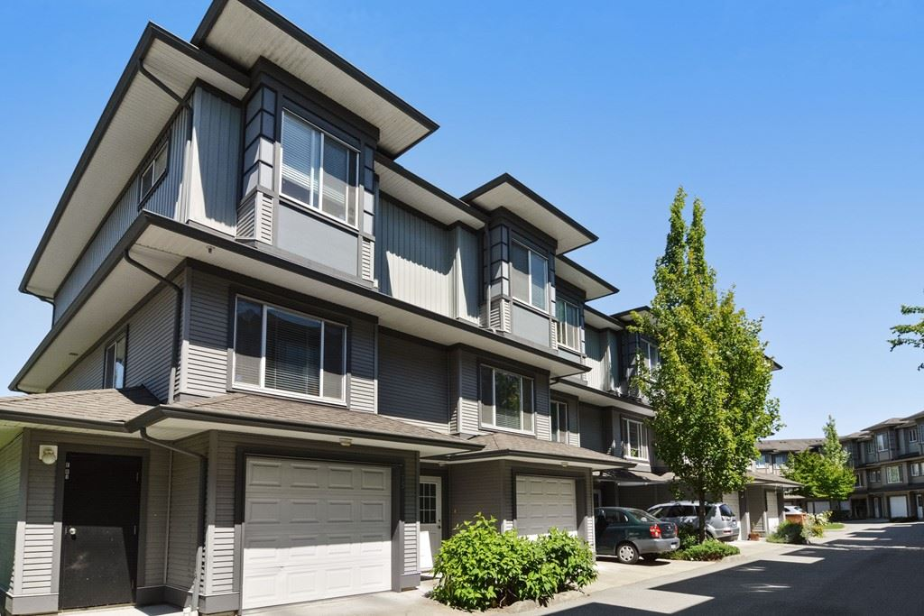 "Main Photo: 74 18701 66 Avenue in Surrey: Cloverdale BC Townhouse for sale in ""Encore at Hillcrest"" (Cloverdale)  : MLS(r) # R2181169"