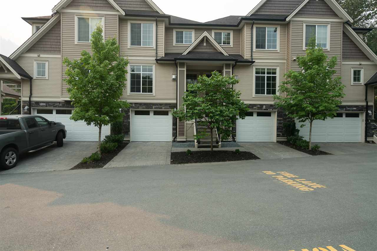 "Main Photo: 18 46832 HUDSON Road in Sardis: Promontory Townhouse for sale in ""CORNERSTONE HAVEN"" : MLS® # R2195416"