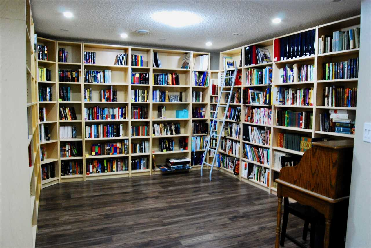 This basement living room has built in shelving (included!) and has been used as a library / reading room. It could be used as is (a great place for studying) or can be easily changed to an entertainment space (TV + couches)