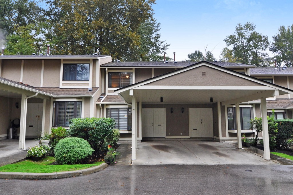 "Main Photo: 22 1141 EAGLERIDGE Drive in Coquitlam: Eagle Ridge CQ Townhouse for sale in ""EAGLERIDGE VILLAS"" : MLS® # R2213891"