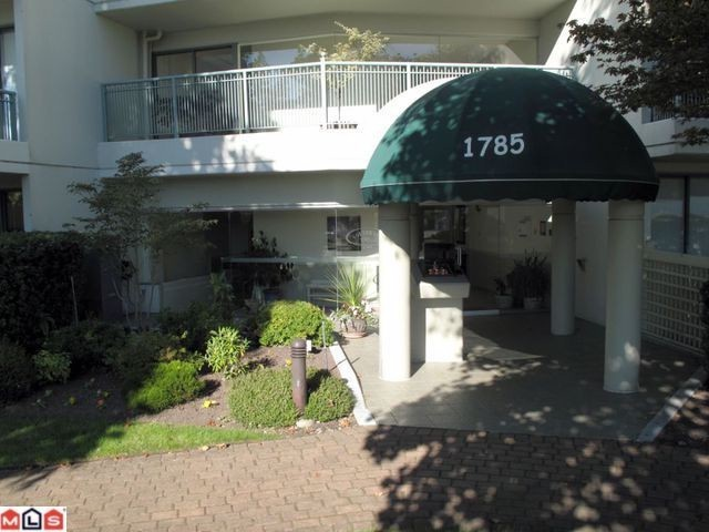 "Main Photo: 209 1785 MARTIN Drive in Surrey: Sunnyside Park Surrey Condo for sale in ""SOUTHWIND"" (South Surrey White Rock)  : MLS® # F1107961"