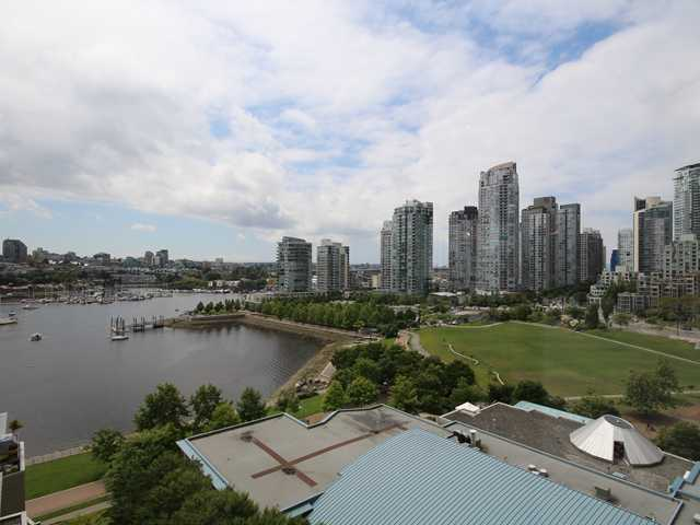 "Main Photo: 1505 1383 MARINASIDE Crescent in Vancouver: Yaletown Condo for sale in ""COLUMBUS"" (Vancouver West)  : MLS® # V1069341"