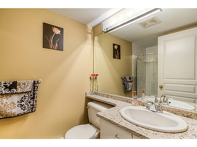 "Photo 12: 120 1252 TOWN CENTRE Boulevard in Coquitlam: Canyon Springs Condo for sale in ""The Kennedy"" : MLS® # V1070670"