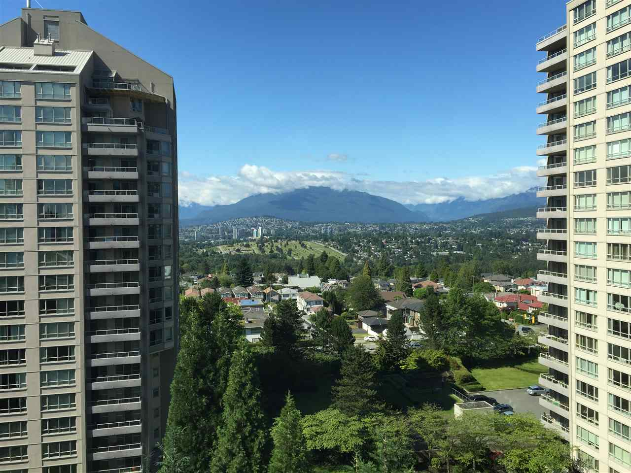 Main Photo: 1150 4825 HAZEL Street in Burnaby: Forest Glen BS Condo for sale (Burnaby South)  : MLS® # R2083245