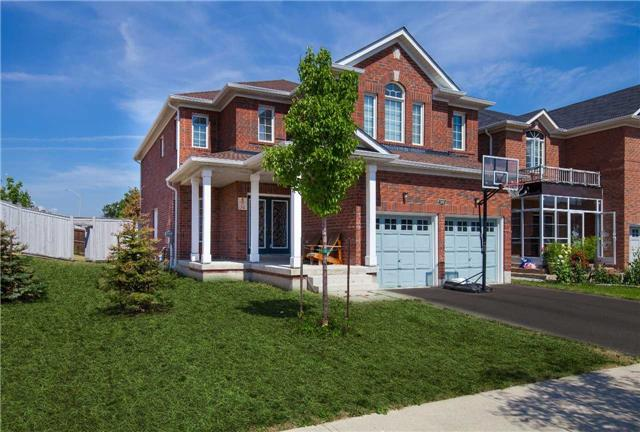 Main Photo: 427 Derrydale Drive in Mississauga: Meadowvale Village House (2-Storey) for sale : MLS(r) # W3574726