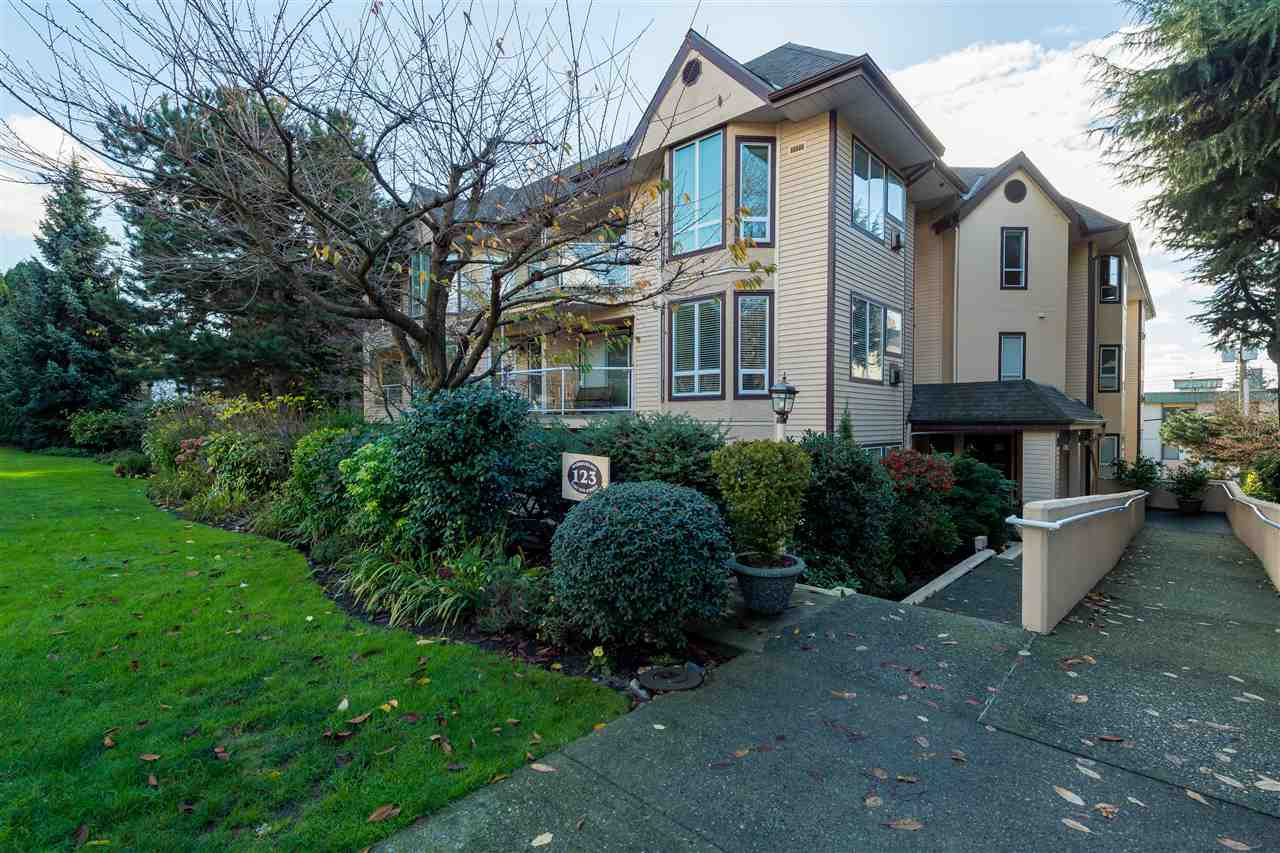"Main Photo: 101 123 E 6 Street in North Vancouver: Lower Lonsdale Condo for sale in ""Harbourgate"" : MLS® # R2124782"