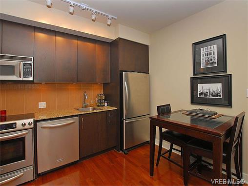 Photo 9: 209 1375 Bear Mountain Parkway in VICTORIA: La Bear Mountain Condo Apartment for sale (Langford)  : MLS® # 375427