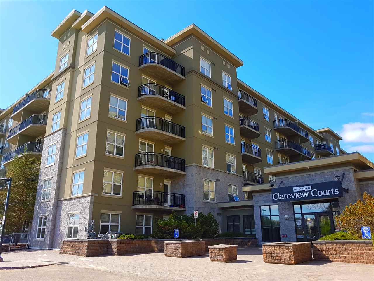 Photo 2: 2-108 4245 139 Avenue NW in Edmonton: Zone 35 Condo for sale : MLS(r) # E4065624