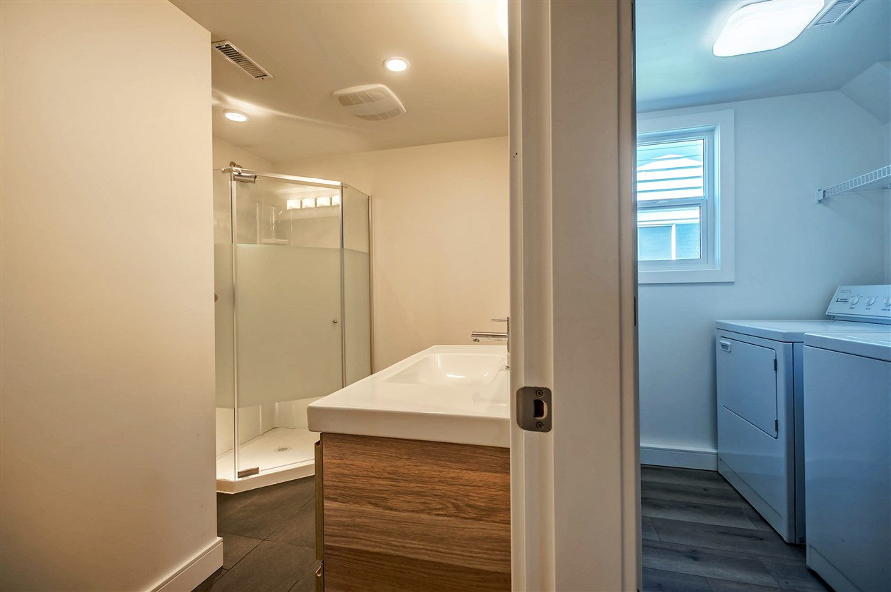 Full Bathroom & In-suite Laundry Below