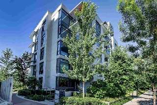 "Main Photo: 106 135 W 2ND Street in North Vancouver: Lower Lonsdale Condo for sale in ""CAPSTONE"" : MLS® # R2190411"