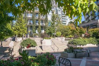 "Main Photo: 512 135 W 2ND Street in North Vancouver: Lower Lonsdale Condo for sale in ""CAPSTONE"" : MLS® # R2212509"