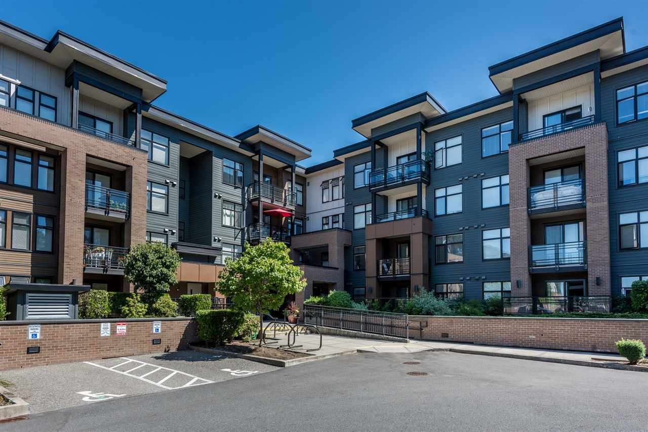 "Main Photo: 303 20068 FRASER Highway in Langley: Langley City Condo for sale in ""Varsity"" : MLS®# R2229681"