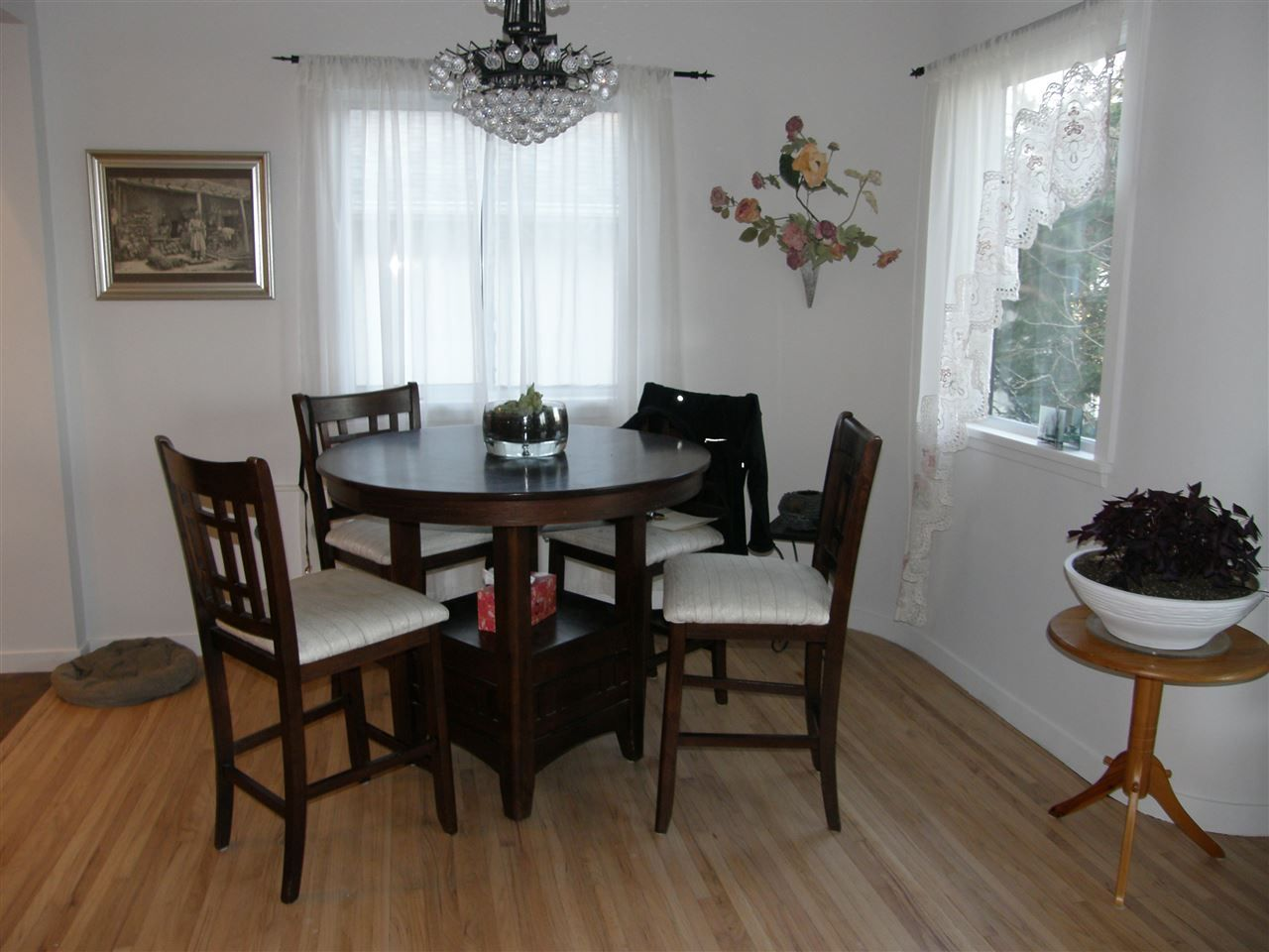 Photo 4: Photos: 788 CALVERHALL Street in North Vancouver: Calverhall House for sale : MLS® # R2245708