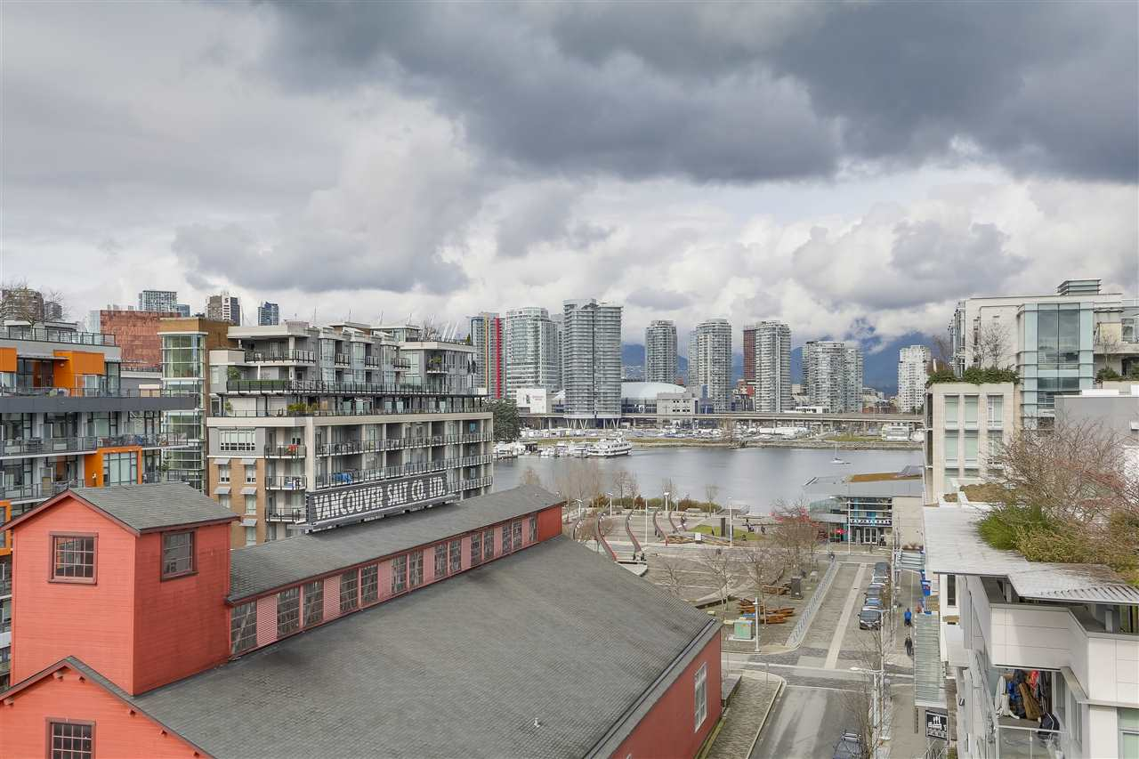 "Main Photo: 907 88 W 1ST Avenue in Vancouver: False Creek Condo for sale in ""PINNACLE LIVING AT FALSE CREEK"" (Vancouver West)  : MLS®# R2247986"