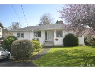 Main Photo: 3903 Lauder Road in VICTORIA: SE Cadboro Bay Single Family Detached for sale (Saanich East)  : MLS® # 334481