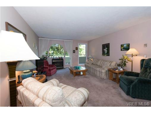 Photo 3: 106 3880 Quadra Street in VICTORIA: SE Quadra Condo Apartment for sale (Saanich East)  : MLS(r) # 368176