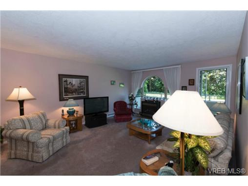 Photo 4: 106 3880 Quadra Street in VICTORIA: SE Quadra Condo Apartment for sale (Saanich East)  : MLS(r) # 368176