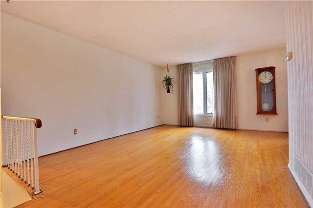 Photo 3: 2386 Wyandotte Drive in Oakville: Bronte West House (Bungalow-Raised) for sale : MLS® # W3704029
