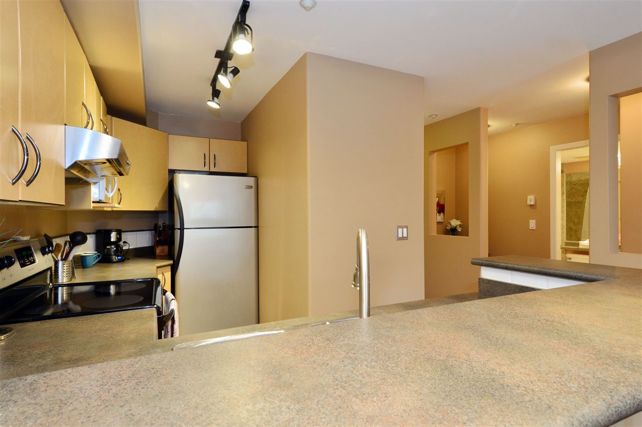 "Photo 7: 103 20200 56 Avenue in Langley: Langley City Condo for sale in ""THE BENTLEY"" : MLS® # R2142341"