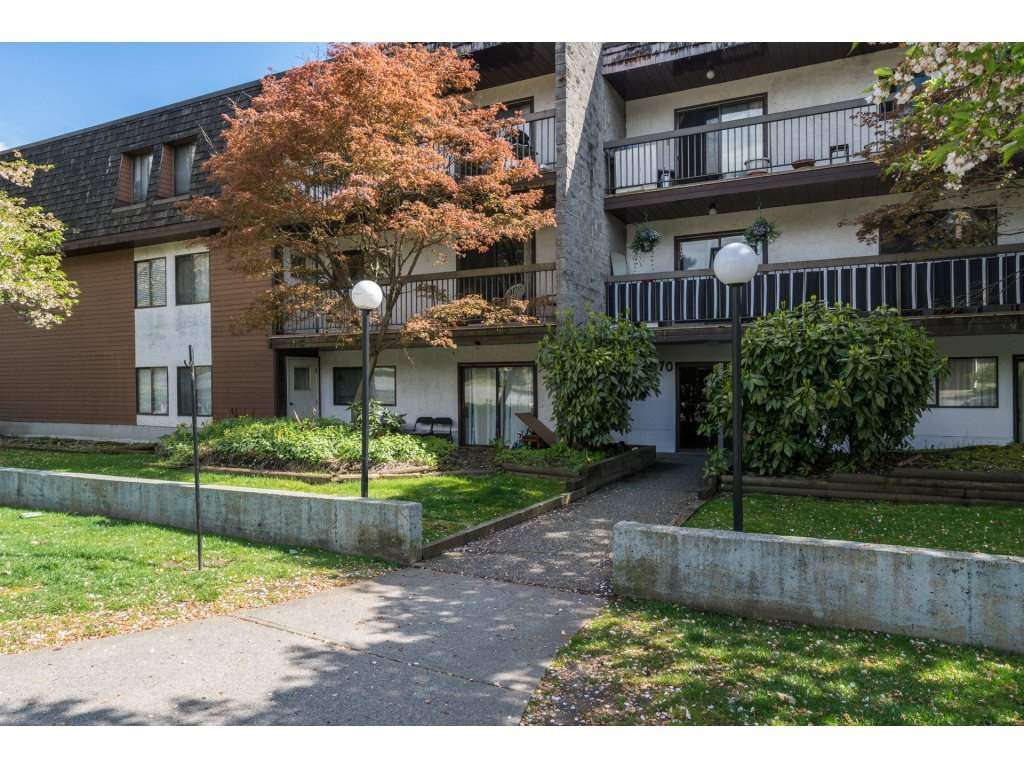 "Main Photo: 202 33870 FERN Street in Abbotsford: Central Abbotsford Condo for sale in ""Fernwood Manor"" : MLS®# R2160249"