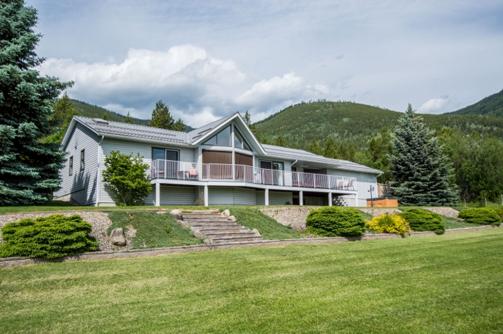 Main Photo: 3401 Northwest 60 Street in Salmon Arm: Gleneden House for sale (NW Salmon Arm)  : MLS(r) # 10135947