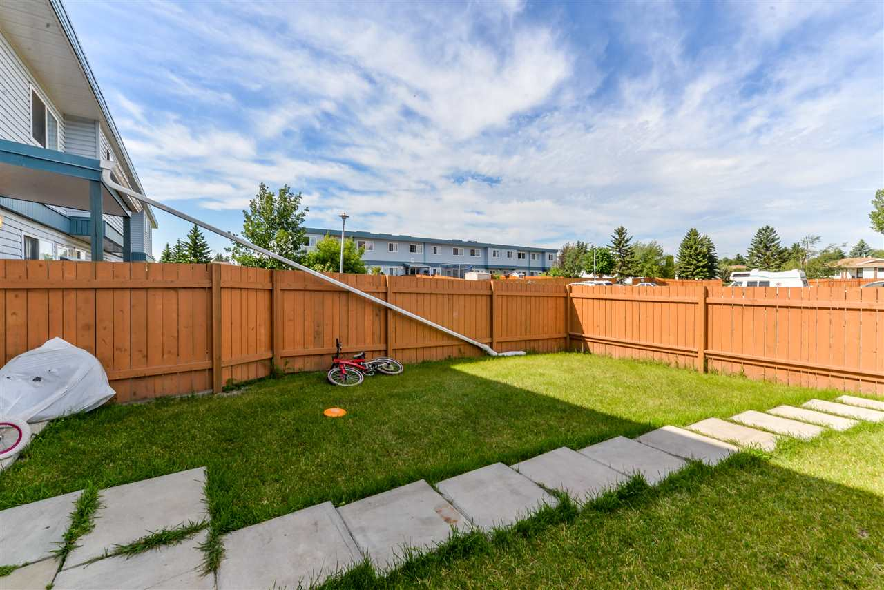 Photo 3: 1C 8725 184 Street in Edmonton: Zone 20 Townhouse for sale : MLS(r) # E4071138